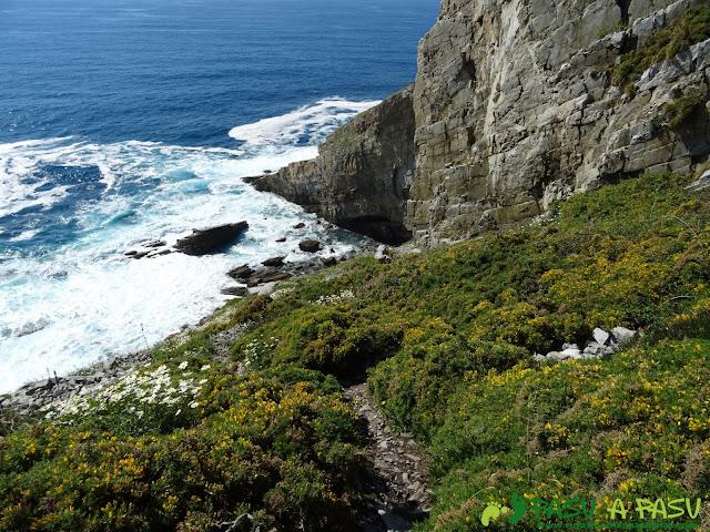Ruta a la Cueva de la Iglesiona: Primer tramo de sendero