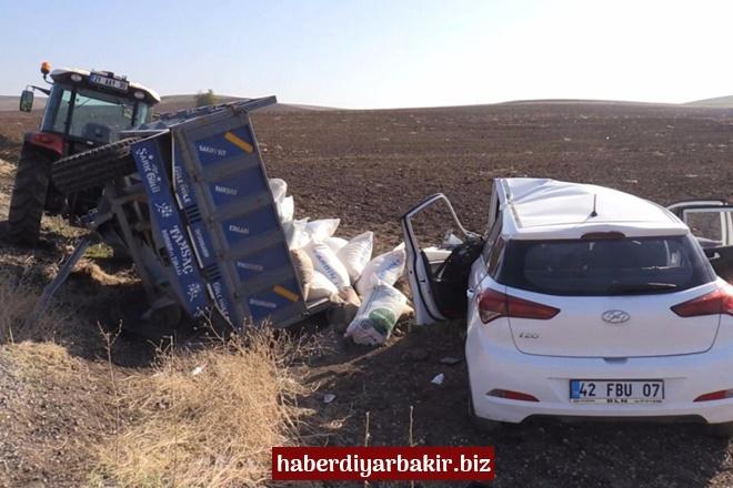 Diyarbakır-Silvan Karayolunda otomobil, traktör römorkuna çarptı: 8 yaralı