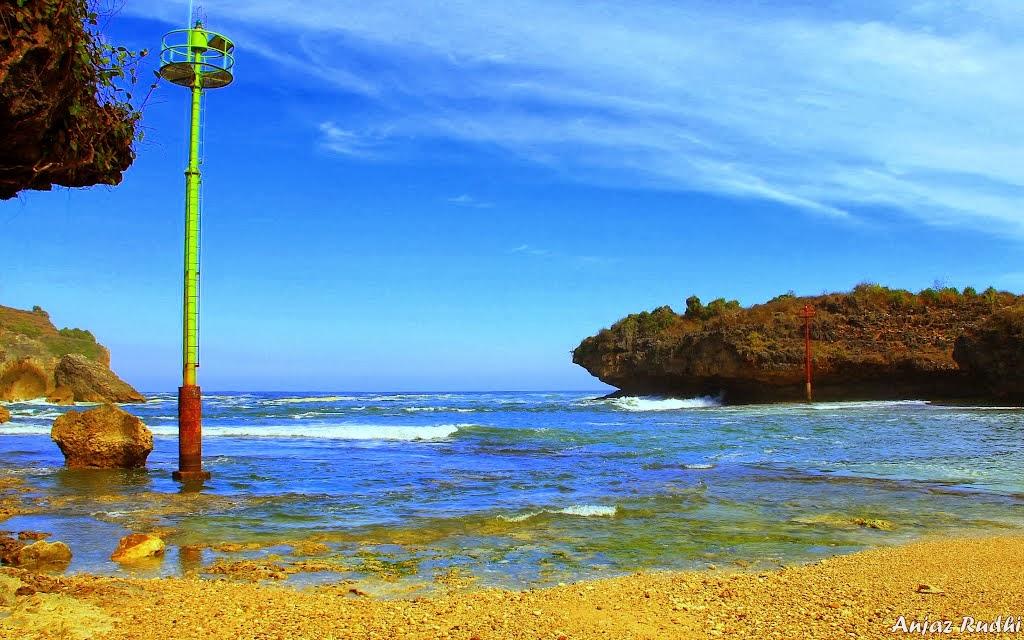 Pantai Gesing saat air surut