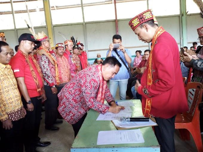 Jefray Edward Melantik Pengurus DAD Dan FPD Kecamatan Sepauk