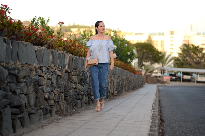 h&m-top-zara-mom-jeans-outfit
