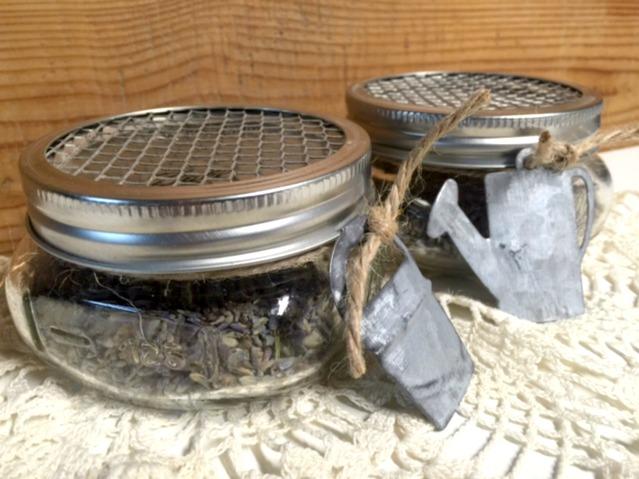 How to make lavender sachets in Mason Jars www.homeroad.net