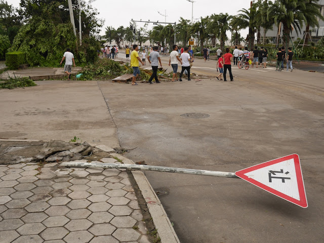 knocked down yield sign in Zhuhai