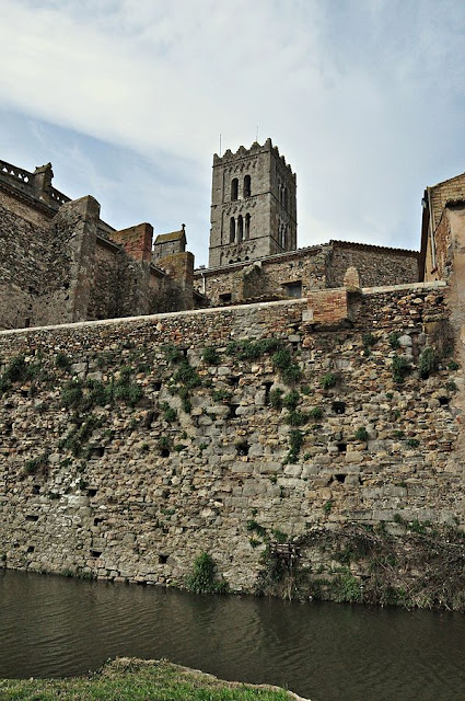 """Muralla de castello d'empuries-2013 (3)"" by Alberto-g-rovi - Own work. Licensed under CC BY-SA 3.0 via Wikimedia Commons - https://commons.wikimedia.org/wiki/File:Muralla_de_castello_d%27empuries-2013_(3).JPG#/media/File:Muralla_de_castello_d%27empuries-2013_(3).JPG"