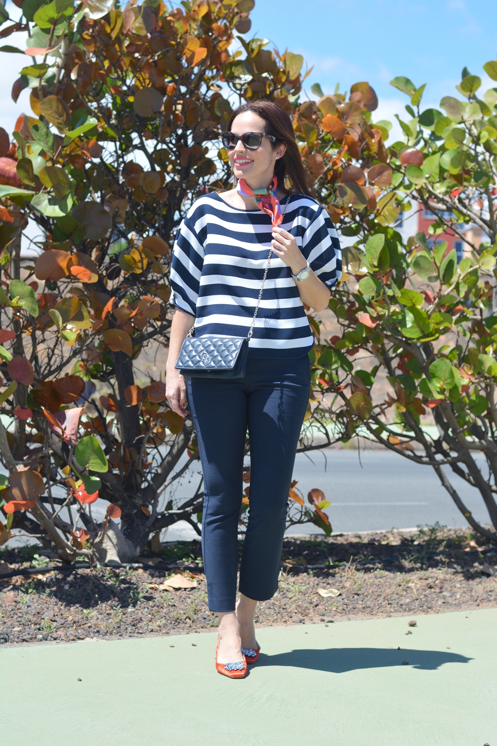 navy-orange-look-zara-streetstyle