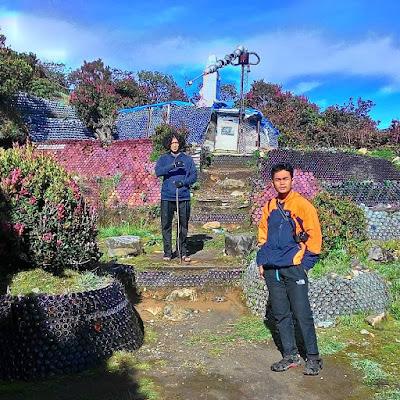 foto pemandangan rumah botol gunung lawu