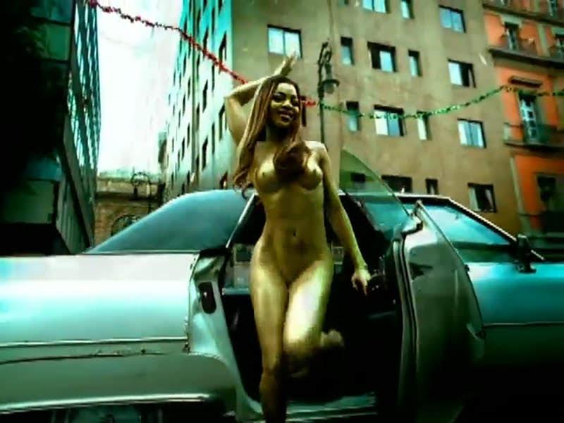 Celia Cruz - ¨La Negra tiene tumbao¨ - Videoclip - Dirección: Ernesto Fundora. Portal Del Vídeo Clip Cubano - 05
