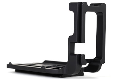 Sunwayfoto PCL-5DIII L Bracket side view - remote gap detail