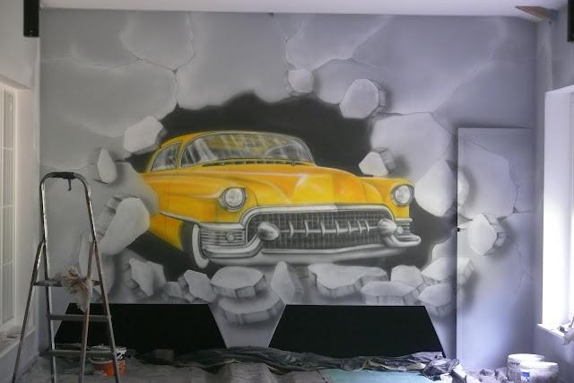 Obraz ścienny przedstawiający samochód Cadilak, mural 3D wykonany na ścianie w kręgielni.