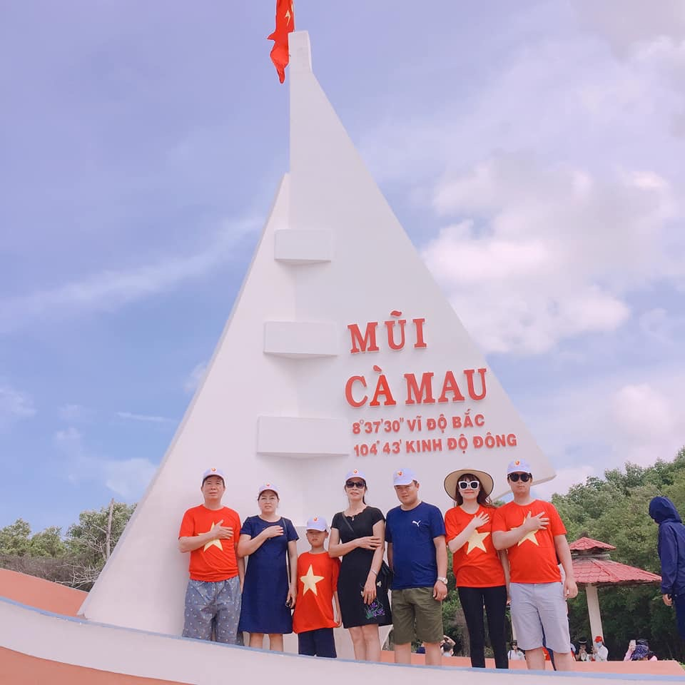 du khách tại Mũi Cà Mau