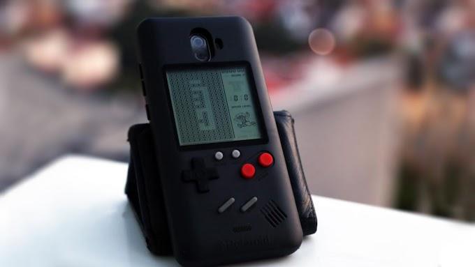 Este smartphone tiene juegos hasta en la carcasa