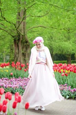 cewek cantik dan manis foto model hijab jilbab di belanda