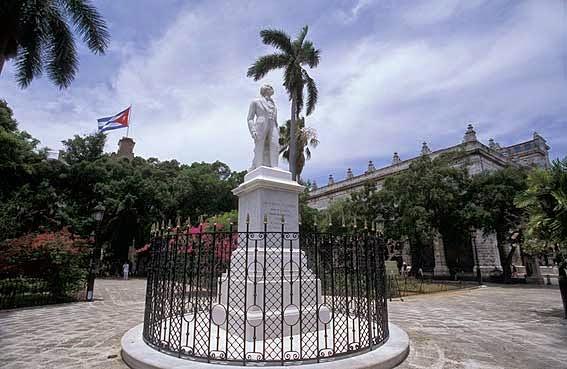 Estatua Carlos Manuel de Cespedes Plaza de Armas en la Habana Vieja