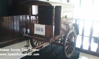 foto gerobak dalam museum kretek kudus