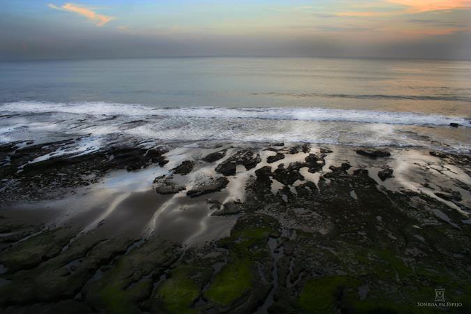 Puesta de sol en Tanah Lot Bali por Sonrisa en Espejo