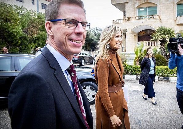 Queen Maxima wore Natan wool coat and Natan jersey and trousers. Queen Maxima Jewellery Buccellati Gardenia pendant earrings