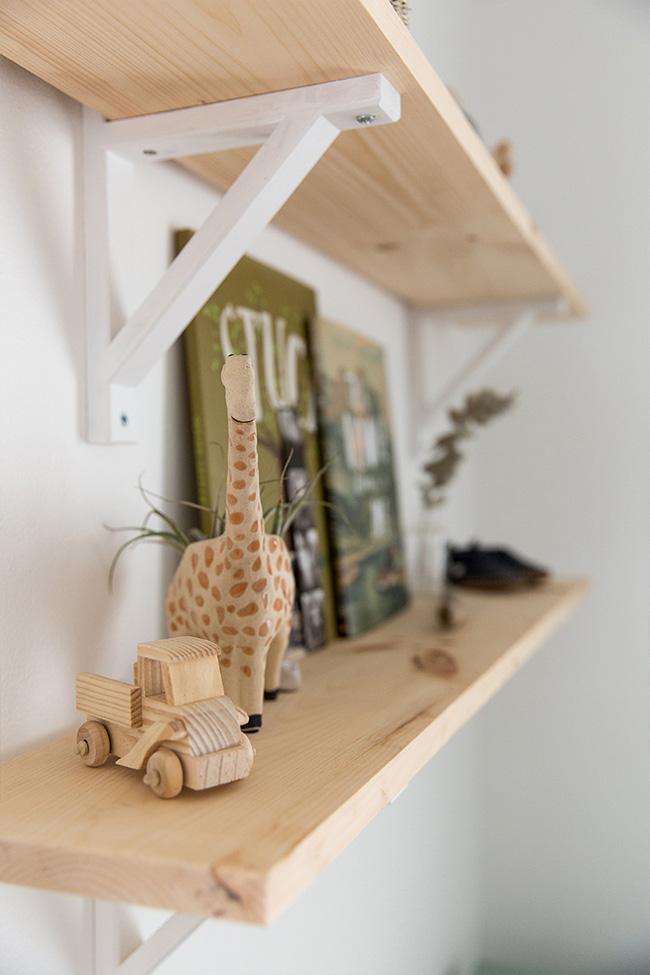 Una habitación de bebé en madera y mint