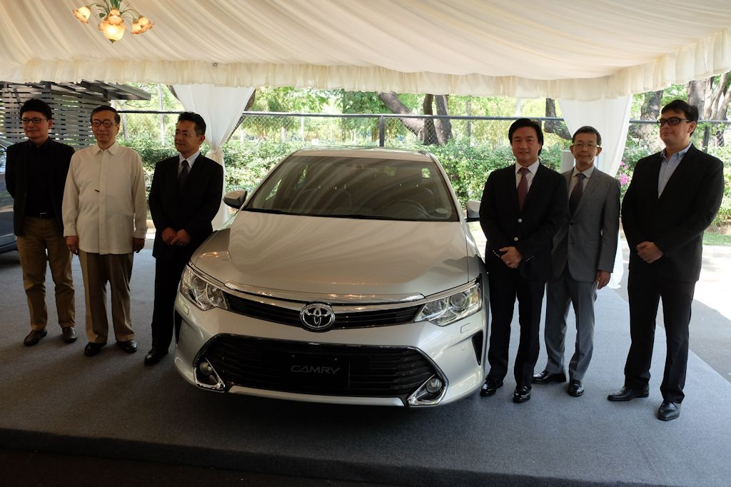 all new toyota camry philippines oli untuk grand veloz 2015 aims to set benchmark once more w brochure taking its design cue from the vios and corolla altis now features s