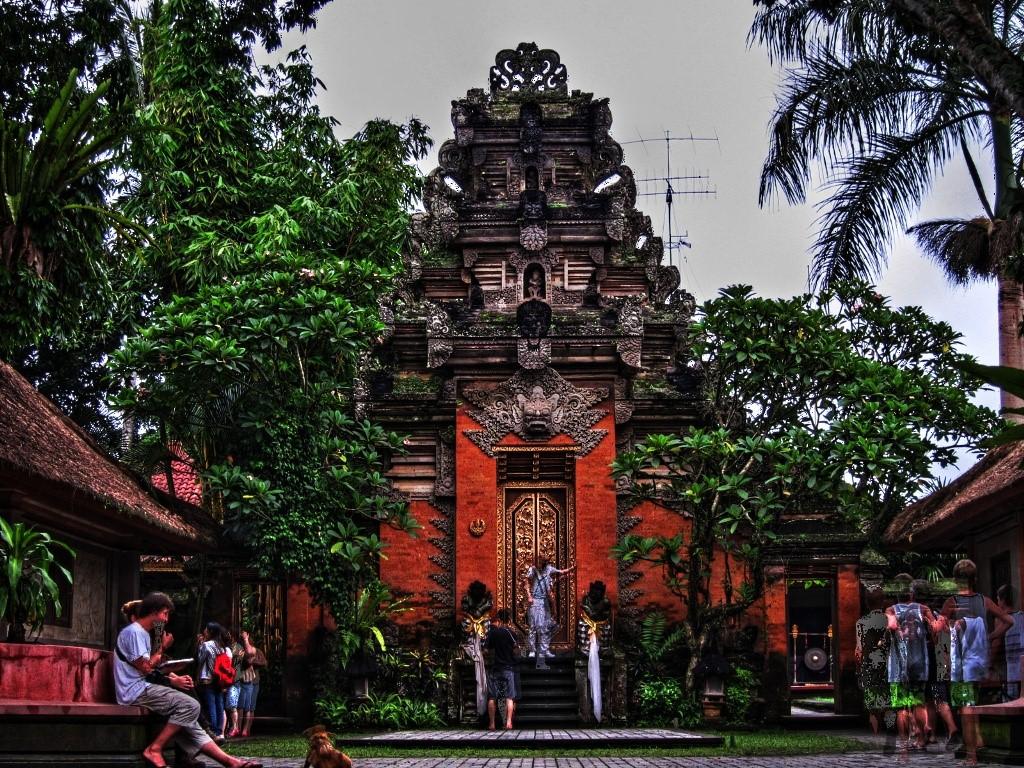 Wisata Bali Puri Saren