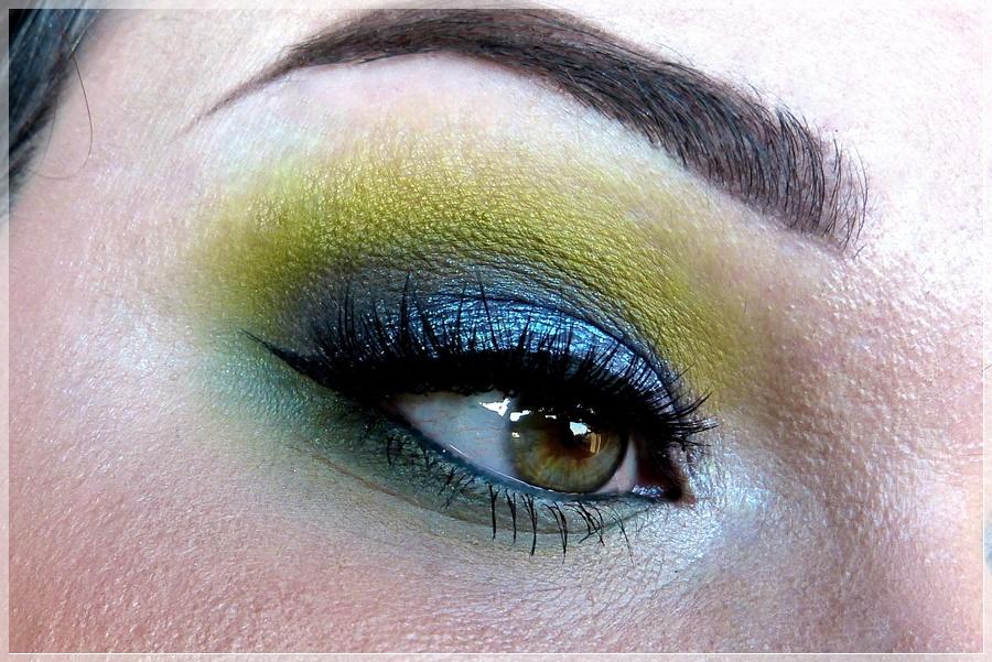 buntes augen makeup mit grün und blau