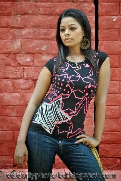 Anjelika Rahman Latest Hot's Show In Skirts And Tops Dress