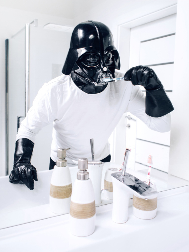 darth vader escovando os dentes - Você já imaginou como seria o cotidiano de Darth Vader