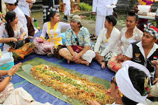 All about Bali the tradition of megibung in karangasem
