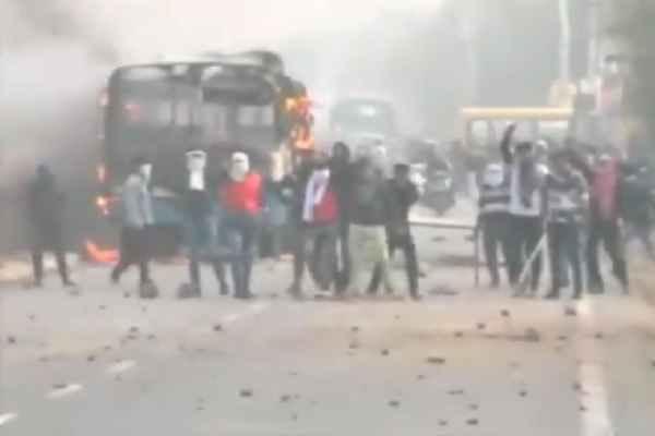 karni-sena-members-burnt-bus-on-gurugram-sohna-road-news
