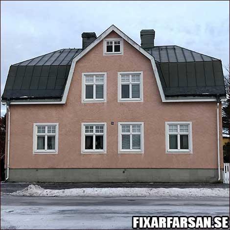 Hus Med Putsad Fasad Falsat Plåttak