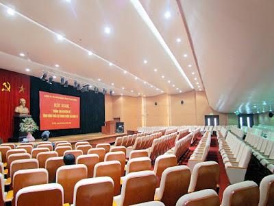 Hệ thống chiếu sáng có vai trò quan trọng trong thiết kế hội trường