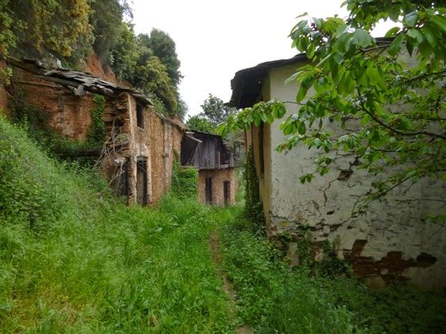 Una de las aldeas por donde pasa el camino