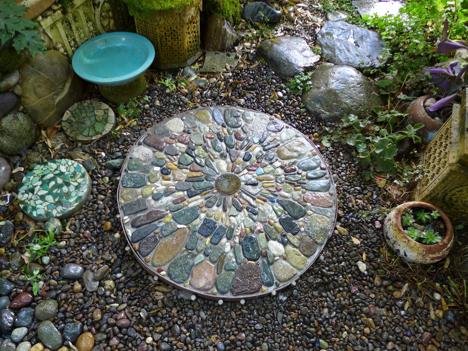 Garden Pebble Stones Jeffrey bales world of gardens building a pebble mosaic stepping stone completed mosaic workwithnaturefo