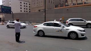 Di Arab Saudi Kebanyakan Mobil Taxi Dan Pribadi Berwarna Putih
