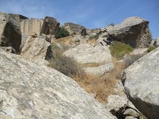 Bloques de roca en el yacimiento
