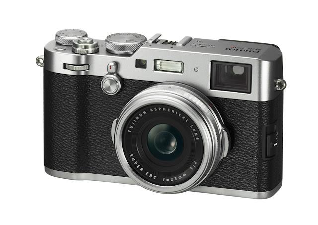 Fotografia della Fujifilm X100F nella versione argento