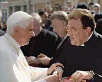 paus-benedictus-XVI-met-mgr-Gilles-Wach-ICRSP