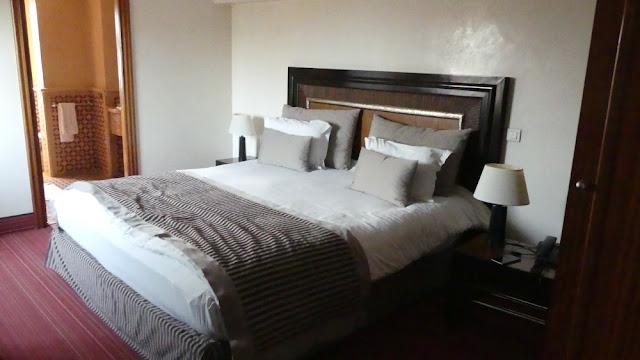 Hotel Atlas Asni, Marrakesch - mein Schlafzimmer mit Blick ins Bad