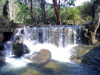 Wisata Batu Nuak adalah tempat rekreasi terbuka untuk umum yang terletak kurang lebih 37 km dari ibu kota Kabupaten Sekadau