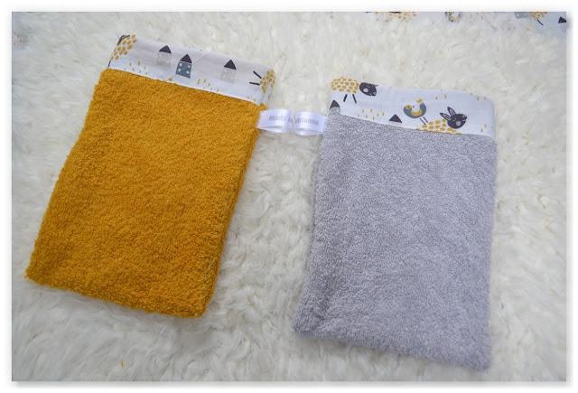 gants de toilette en éponge jaune et grise