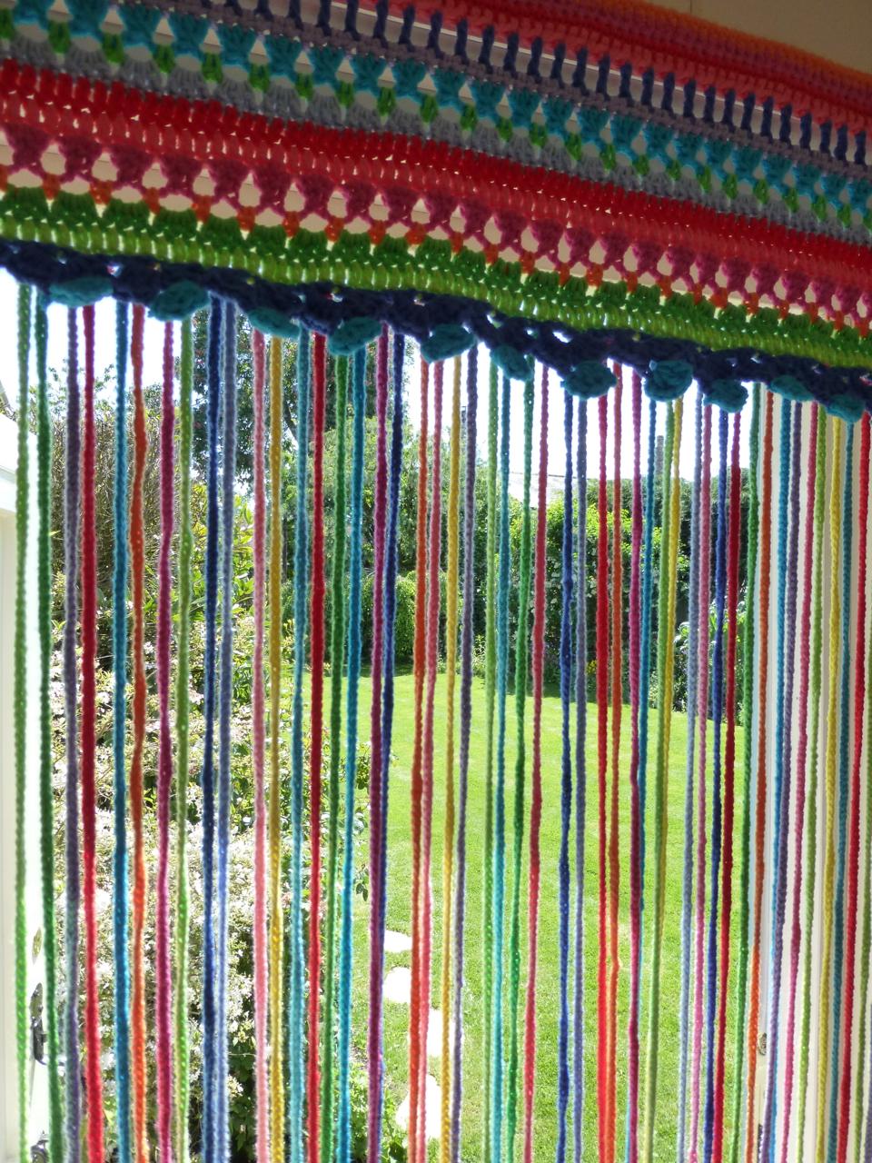 Mrs thomasina tittlemouse crochet fly curtain - Como hacer un estor de tela ...