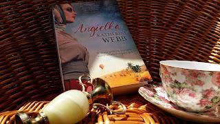 """Podróż do serca pustyni, czyli recenzja """"Angielki"""" Katherine Webb."""