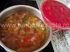 Ciorba de vacuta preparare reteta - punem rosiile in suc propriu