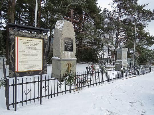 Monumenty na Przełęczy Rydza-Śmigłego.