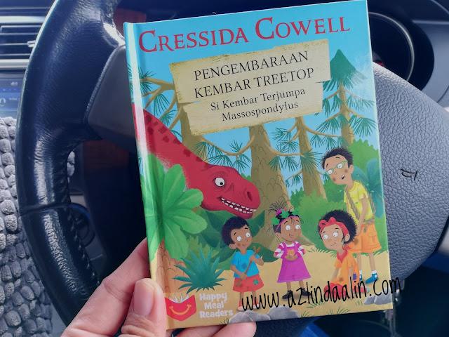 """Program McDonald's Happy Meal Readers Pupuk Minat Anak Membaca - Mummy sangat teruja setiap kali melihat anak-anak kecil pandai bercerita storytelling. Tiada manusia yang lahir terus pandai membaca. Untuk pandai membaca,  anak-anak perlu melalui satu proses. Begitu juga anak-anak kami, Dhia dan Dzal memasing dah berumur 5 dan 6 tahun tahun ini. Untuk menggalakkan mereka suka membaca dan lancar membaca tidaklah semudah yang disangkakan. Pada awalnya, mummy kena kreatif dalam memilih buku untuk anak-anak. Seawal umur 1 tahun mummy akan perkenalkan anak-anak dengan buku seperti soft toys, yang lembut seperti kain. Tetapi, umur dah besar panjang macam Dhia dan Dzal tu...takkan nak bagi buku berbentuk toys lagi, kan? Tak sesuai !    Program McDonald's Happy Meal Readers Pupuk Minat Anak Membaca   Happy Meal merupakan kegemaran Dhia dan Dzal. Biasalahkan, sebab ada hadiah dalam kotak Happy Meal tu. Sekarang ini, kita dah boleh memilih tau... samada nak mainan atau buku. Mummy semestinya memilih buku ! Bila ada program yang berkaitan dengan buku atau membaca, mummy tak akan lepaskan peluang. Lelagi, apabila mummy dapat tahu program McDonald's Happy Meal Readers """"scale for good"""" ni ! Mummy tertarik dengan Program McDonald's Happy Meal Readers untuk Pupuk Minat Anak Membaca kerana apa?    Okay, mummy tertarik dengan Program McDonald's Happy Meal Readers untuk Pupuk Minat Anak Membaca sebab :-    5 Sebab Mummy Tertarik dengan Program McDonald's Happy Meal Readers      1. Pertama sekali, bila mummy ternampak buku dari Program McDonald's Happy Meal Readers terus jatuh cinta ! """"Nampak ekslusif buku ini"""", inilah ayat pertama keluar dari mulut mummy pada pandangan pertama ! Buku ini, sangat berkualiti berkulit keras di bahagian luar serta senang untuk anak-anak kami pegang sambil membaca.   Memang amat sesuai untuk anak-anak kami, mereka boleh membaca di mana sahaja !    2. Yang keduanya, mummy suka dengan Program McDonald's Happy Meal Reader sebab koleksi buku cerita bersiri si K"""