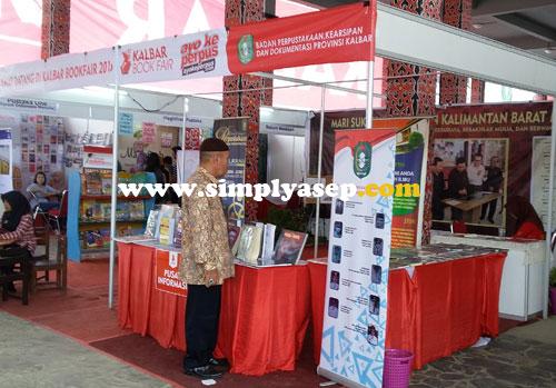 ORGANIZER : Perpustaakaan Daerah (perpusda) Kalbar menjadi salah satuu penyelenggara utama Book Fair 2016 di rumah Radank ini. Foto Asep Haryono