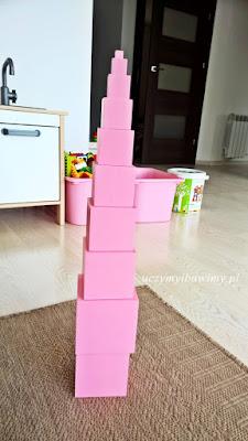 różowa wieża dla 3 -latka