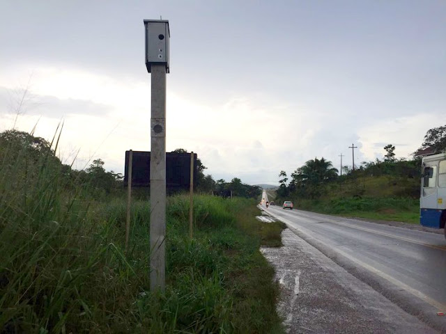 Radar de fiscalização de velocidade é alvejado com 7 disparos na BR 364