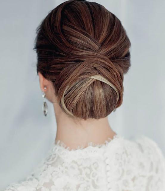 Como combinar o penteado com o vestido de noiva