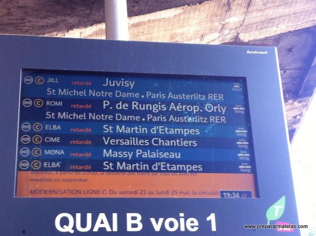 panel informativo del RER en París
