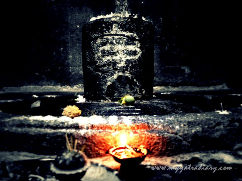 Shivlingam darshan at Gondeshwar Temple in Sinnar near Nashik, Maharashtra